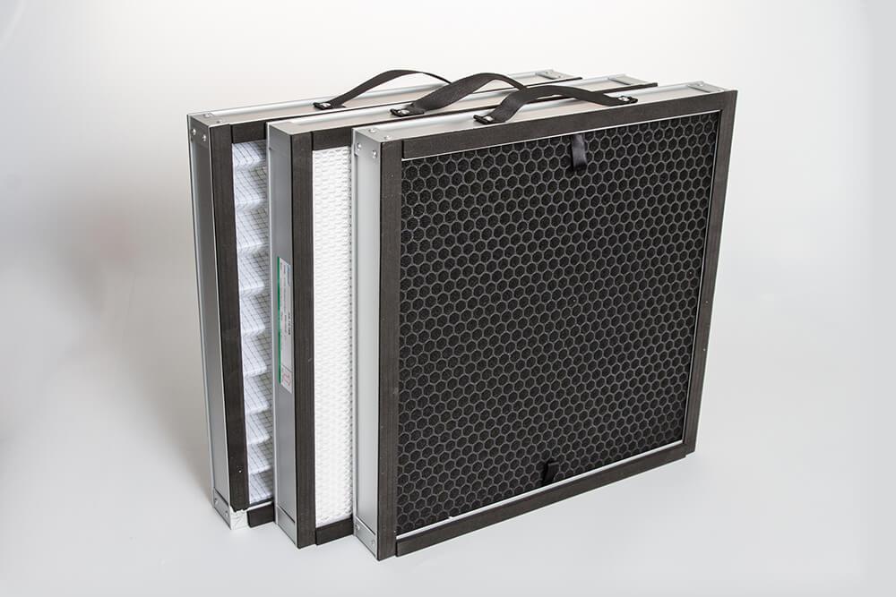 Trois filtres G4, F7 et filtre à charbon