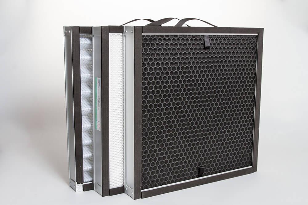 Vue de face des filtres G4, F7 et filtre à charbon